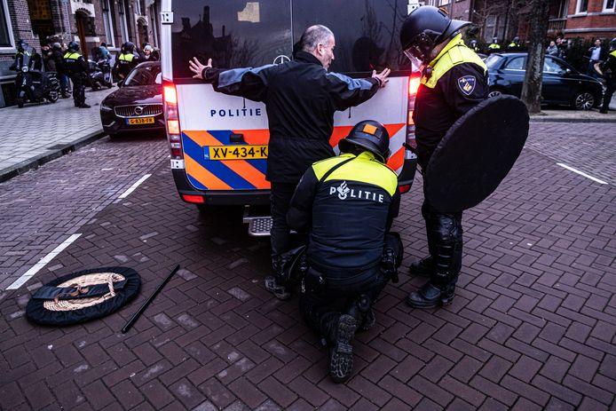 De politie maakte zondagmiddag een einde aan de demonstratie op het Museumplein.