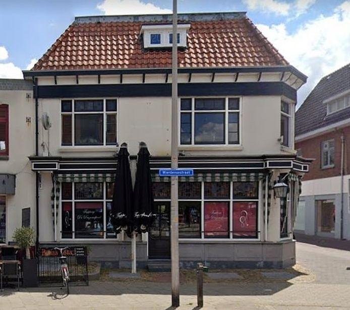 Tapperij De Duizendpoot aan de Wierdensestraat in Rijssen sloot eind 2015 de deuren vanwege een faillissement.