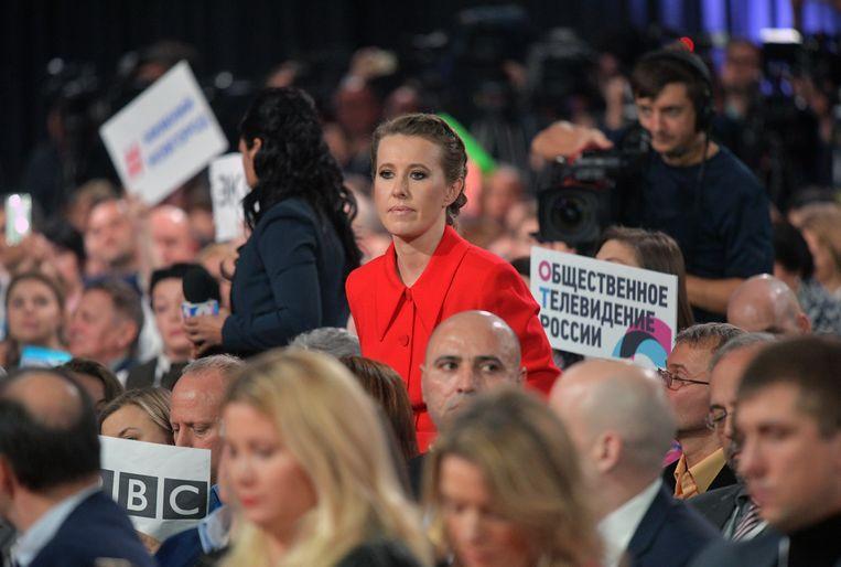 Opgemerkte gaste Ksenia Sobtsjak tijdens Poetins jaarlijkse eindejaarspersconferentie. Beeld Alexei Druzhinin/TASS