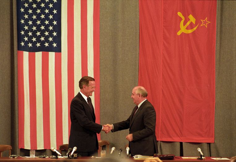 George H. W. Bush en Gorbatsjov. Beeld REUTERS