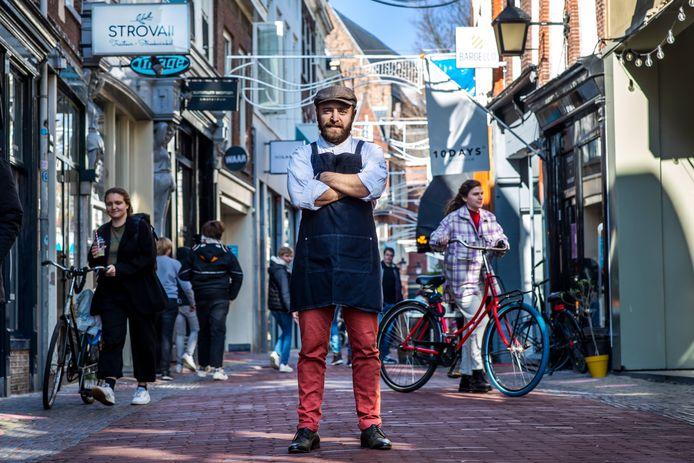 Rob van de Bergh, eigenaar van de nieuwe traiteur Strovaii op de Lijnmarkt.