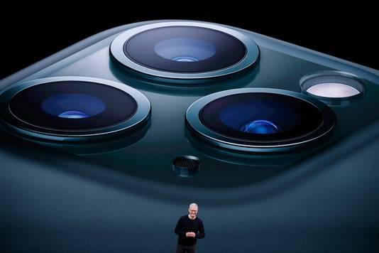 De cameramodule van de 11 Pro bestaat uit drie lenzen die in een soort triangel achterop de telefoon zitten.