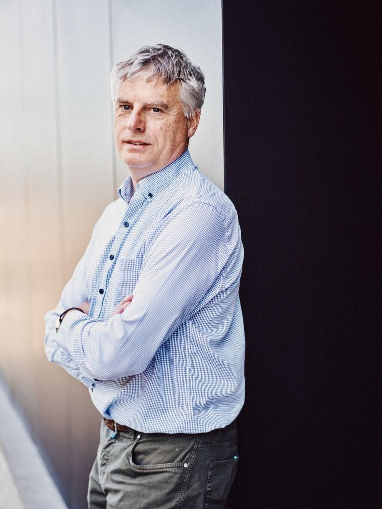 Viroloog Johan Neyts (KU Leuven). 'Alleen al het oraal beschikbaar maken, in een pilletje bijvoorbeeld, is meestal een hele oefening.' Beeld ID-Thomas Sweertvaegher
