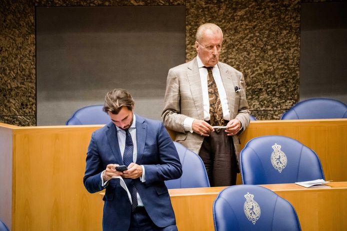 Theo Hiddema (boven) en Thierry Baudet eerder tijdens het wekelijkse vragenuur in de Tweede Kamer.