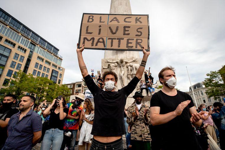 Demonstranten tijdens het grote antiracismeprotest op de Dam van afgelopen zomer. Beeld Hollandse Hoogte /  ANP