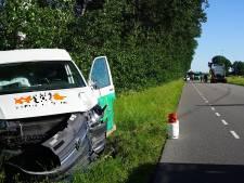 Weg even dicht om mogelijk lek in gasflessen na ongeluk in Oosterhout