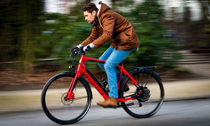 Ter illustratie: wind of geen wind, tempo maken is op de elektrische fiets geen probleem.