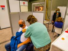 In sporthal loopt vaccineren op rolletjes: 'Trots dat hier in Markelo wordt geprikt'