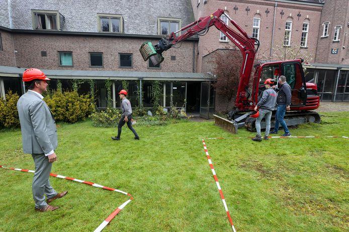 De start van de renovatie van het Gemertse kasteel, enkele weken geleden.