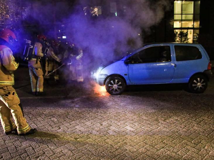Rijdende auto vat uit het niets vlam in Helmond, automobiliste komt met de schrik vrij