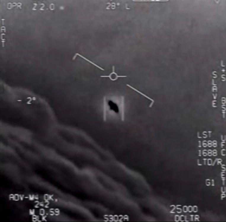 Een screenshot van de infraroodbeelden van de straaljagers die de vliegende objecten konden filmen. Beeld AFP