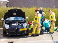 Man in Wezep raakt bekneld onder zijn auto na 'klusongeluk'