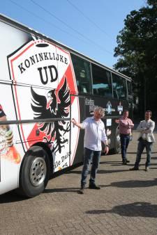 Bijzondere spelersbus als kroon op jubileum Kon. UD