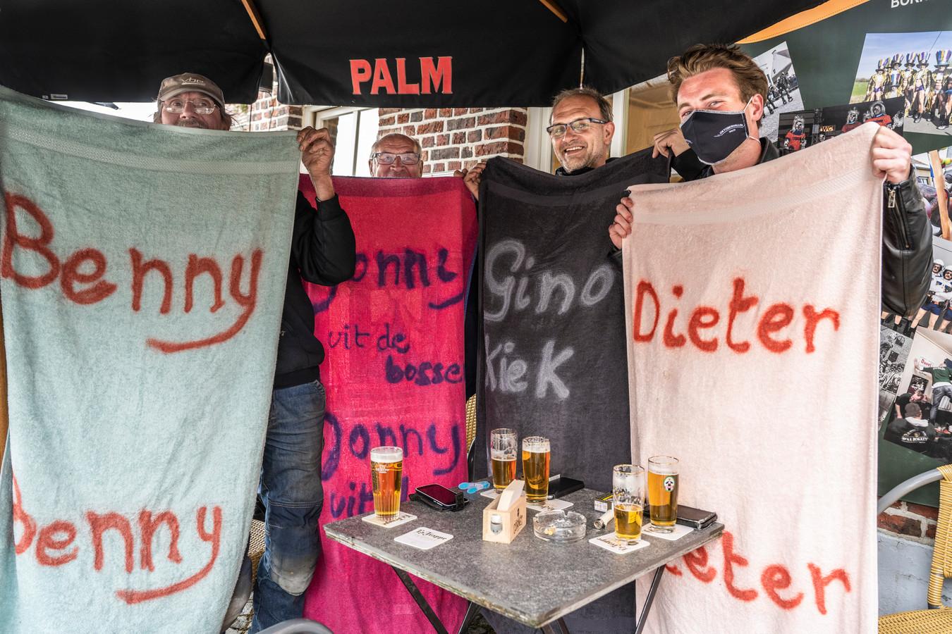 't Was vroeg opstaan, maar met hun handdoektruc verzekerden Gino Peirlynck en Dieter Bosteels zich wel van een plaats op het terras van café Den Dikken Eik.