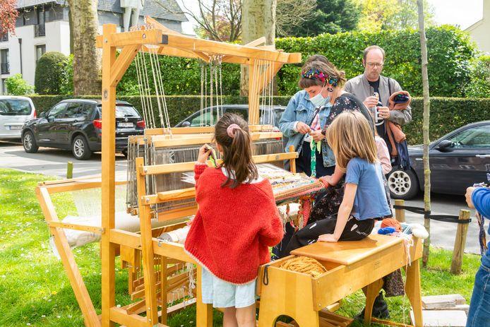Kinderen, aan de slag met het weefgetouw