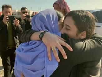 """IS-gevangene (19) na 7 jaar terug thuis: """"Bijzonder blij dat ik terug bij mijn familie ben"""""""