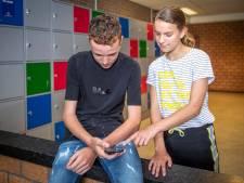 Middelbare school bant smartphone: 'Vernietigende invloed op moraal en zeden'
