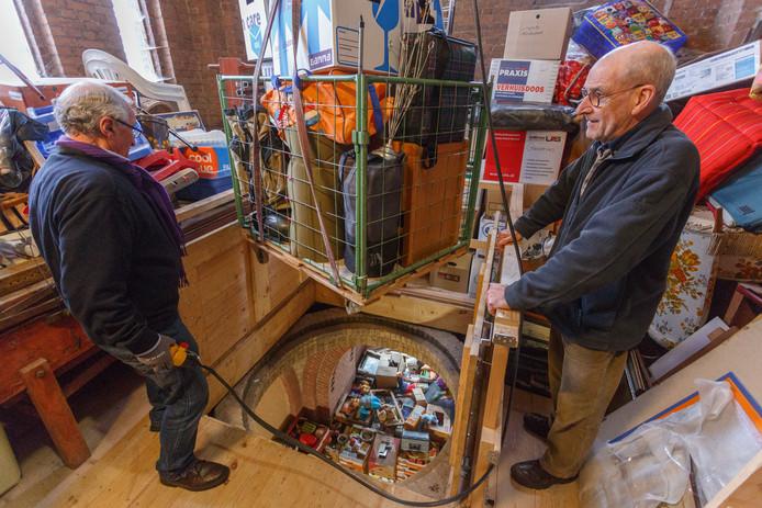 De Josephkerk wordt naast het houden van de rommel- en boekenmarkten ook gebruik voor opslag van alle spulletjes.