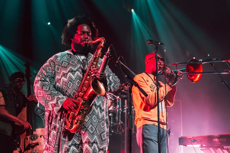 Kamasi Washington met zijn band in La Madeleine in Brussel. Beeld Illias Teirlinck