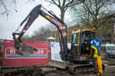 Schepen De Ridder mocht de spreekwoordelijke eerste spade in de grond steken voor de start van de aanleg van het park.