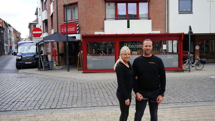 Mariska Vercauteren en Bjorn De Vos vroegen om het plein voor of achter de zaak te mogen gebruiken maar moeten zich beperken tot twee parkeerplaatsen in de Akkerstraat.