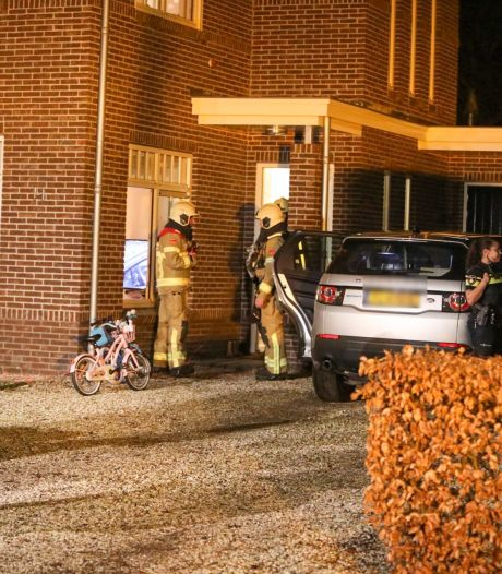 Gordijn vliegt in de brand in woonkamer van gezin in Ugchelen
