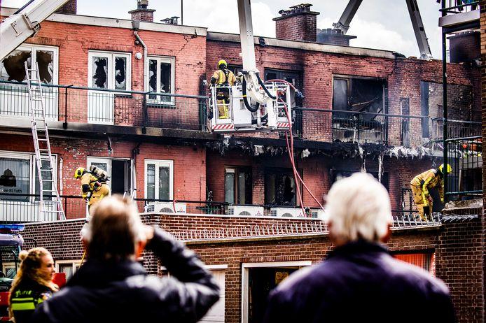 De schade aan het appartementenblok is enorm.