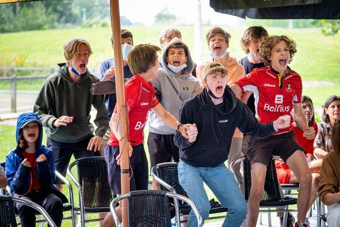 HOMBEEK Supporters volgen de Olympische finale van de Red Lions op groot scherm bij KMTHC