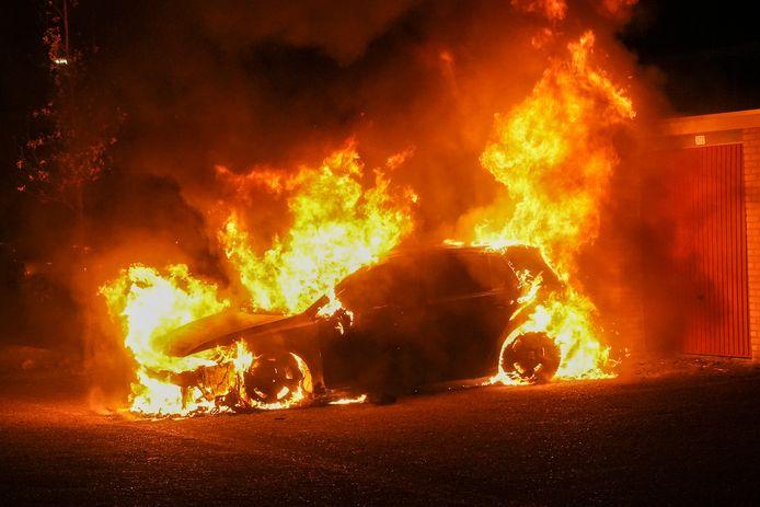 De autobrand aan de Wagenaarstraat in Oss.