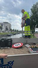 De gemeente Harderwijk verwijdert de snelheidsborden die door bewoners waren geplaatst.
