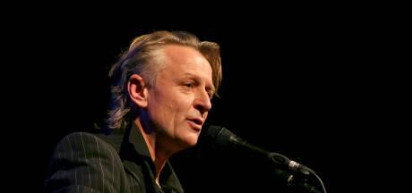 Cabaretier Jeroen van Merwijk (65) overleden