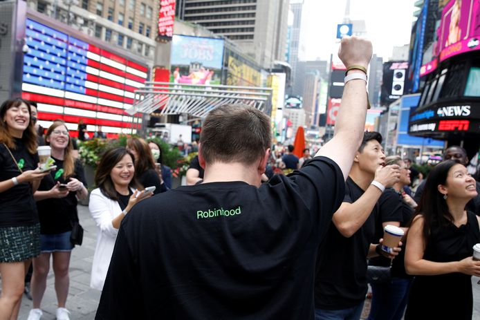 Werknemers van Robinhood verzamelden aan de technologiebeurs Nasdaq in New York.