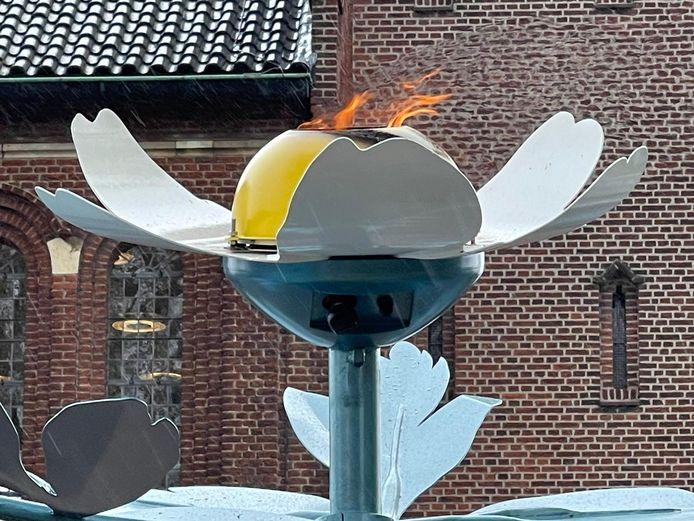 Herdenkingsvlam brandt in Winterswijk.