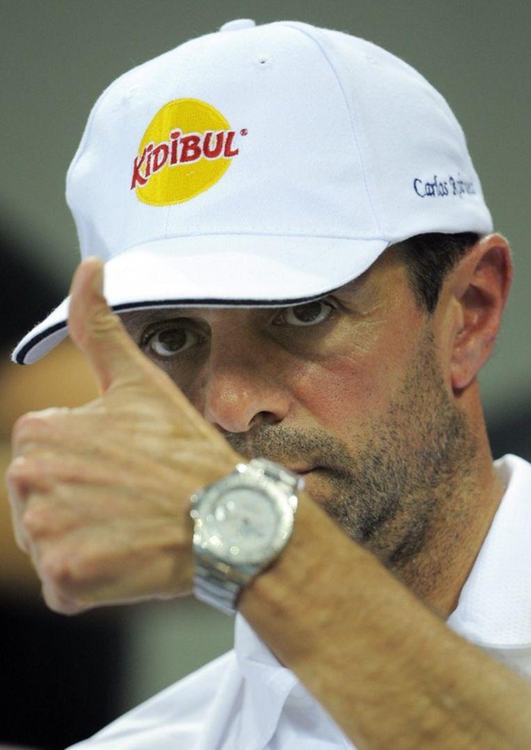 Een duim van coach Carlos Rodriguez voor een gelukte actie. Beeld UNKNOWN