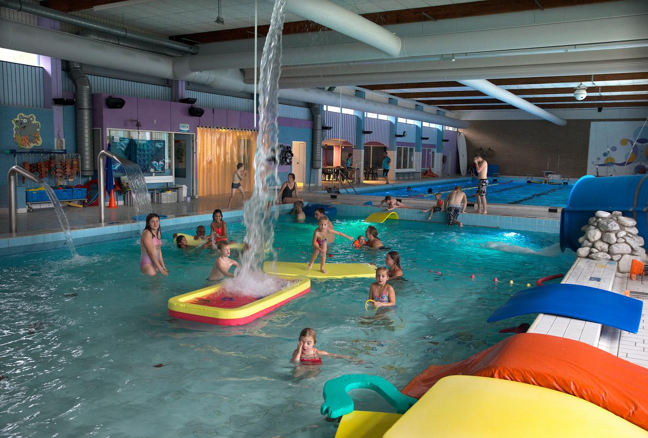 2019: kinderen vermaken zich in het Didamse zwembad.