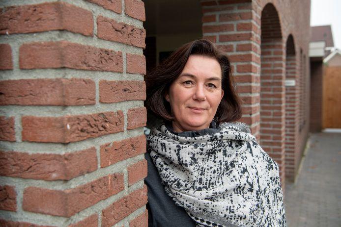 Linda Verschuur (49) was bij de Kamerverkiezingen de jongste kandidaat op de landelijke kieslijst van 50Plus. In Hardenberg vertegenwoordigde ze de ouderenpartij sinds 2018 in de gemeenteraad. Nu stapt ze over naar lokale partij OpKoers.nu.