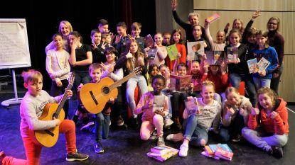 Kinderen De Springplank brengen jeugdboeken  tot leven op de planken