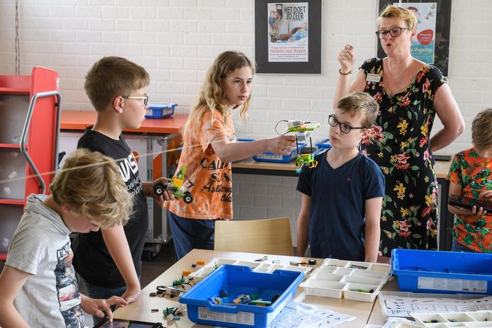 Zwevend lego-bouwwerk door kinderen gemaakt tijden Bieblab.