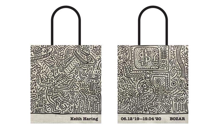 Deze totebag met een tekening van Keith Haring was te koop bij Bozar, naar aanleiding van de lopende expo van de kunstenaar. Beeld Bozar/Keith Haring Foundation