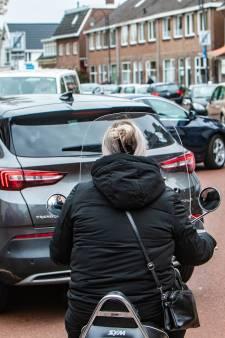 Bijna-ongelukken en scheldpartijen: in Deventer bekendste fietsstraat loopt alles door elkaar