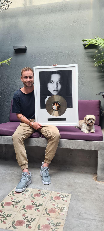 Producer en dj Kenn Colt heeft goud gehaald met het nummer 'Come Back To Me'.