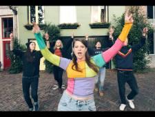 Laat je uit quarantainedip trekken door MINKA uit Deventer met haar coronanummer Wandelen: 'Heel enthousiaste reacties'