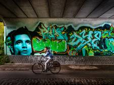 Straatkunstenaars leven zich uit tijdens geheime sessie in Eindhovense tunnel: Theo Maasssen en Superman vereeuwigd