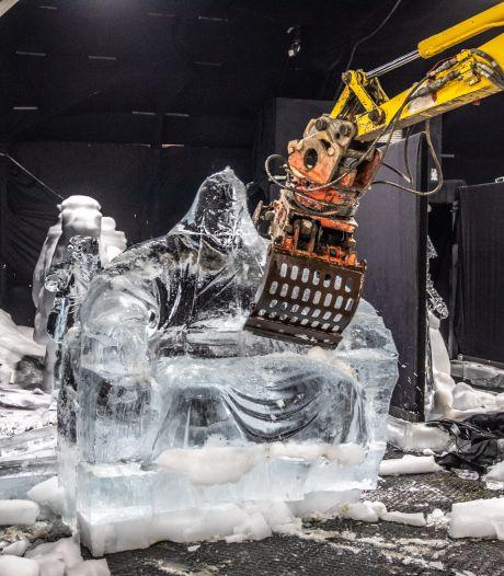 Grijpers maken Zwolse ijsbeelden snel een kopje kleiner