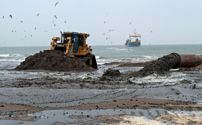 Veere en Vlissingen hopen dat nog voor de zomer de Walcherse stranden worden opgespoten.