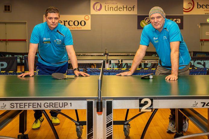 Tafeltennissers Tomas Rejda (links) en Theo Punter van het Hazerswoudse Avanti.