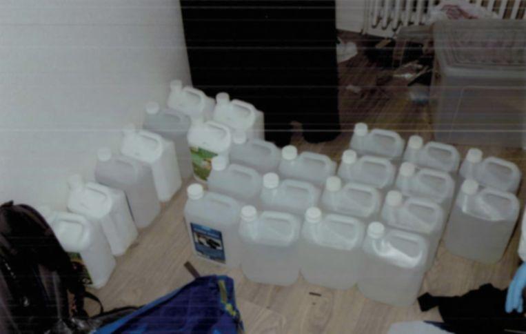 In een appartement in de Max Roosstraat produceerden de terroristen TATP. Het goedje moet koud bewaard worden, vandaar de koelkasten. Beeld RV