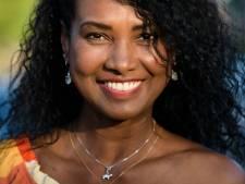 Model en kindertherapeut Galileia Mendes (54) verliet Brazilië voor de liefde: 'Mijn broertje kreeg corona. In het ziekenhuis was geen bed meer vrij'