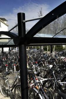'Gekken' gooien fiets op Zeeuws spoor