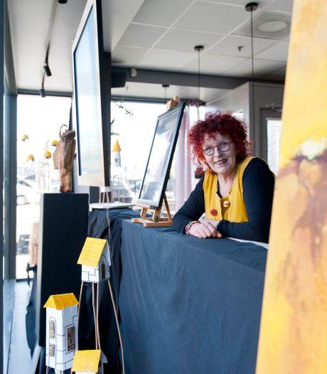 Kunst kijken terwijl je een ommetje maakt: de etalages in Olst zijn de nieuwe galeries